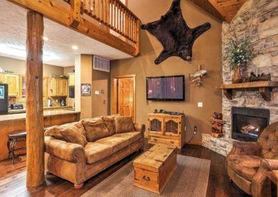 Big-Bears-Den-5-LivingRoom3-400x284 Big Bear's Den